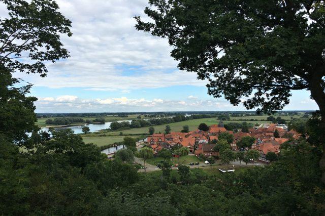 Labská cyklostezka v Německu-Pohled na Hitzacker z kopce