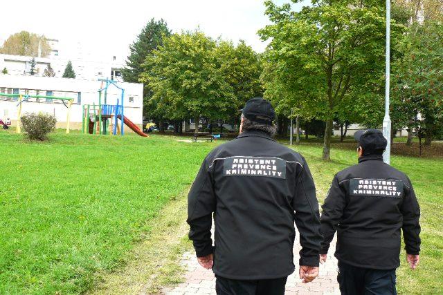 Asistenti prevence kriminality v České Lípě obcházejí problémová místa a dohlížejí na pořádek