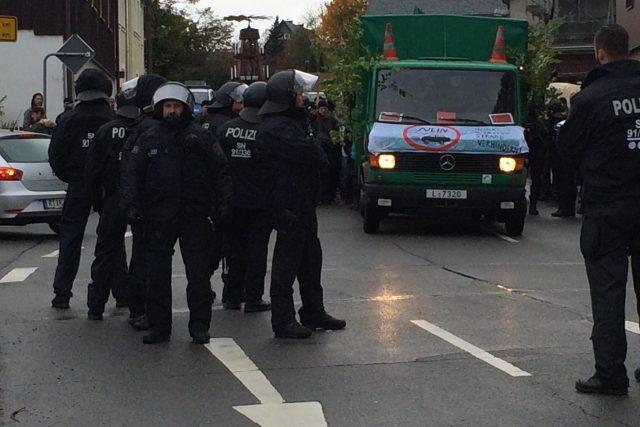 Společné cvičení českých a saských policistů v Mníšku na Mostecku