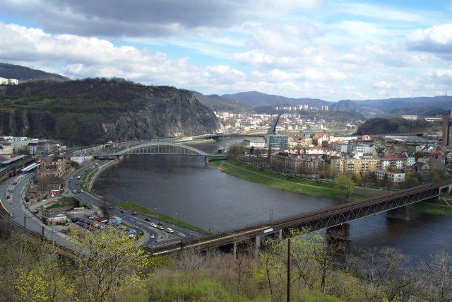 Ústí nad Labem a Mariánská skála. Pohled z Větruše