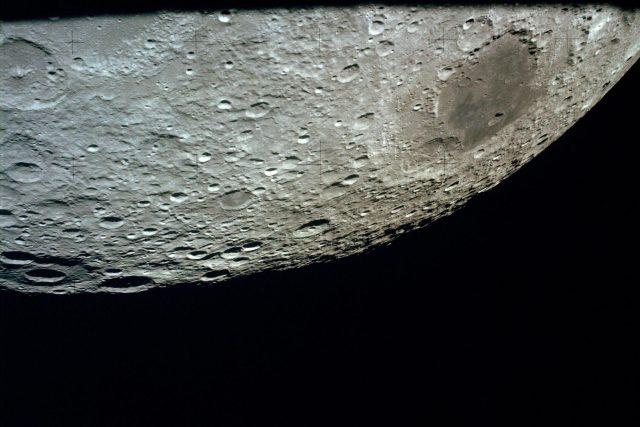 Pohled na Měsíc z lodě mise Apollo 13