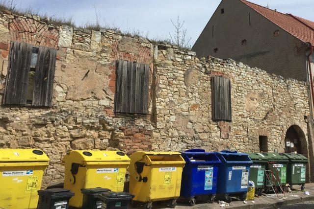 Mederův dům je starý víc jak půl tisíciletí a podle toho i vypadá. Nadšenci ho chtějí zrekonstruovat