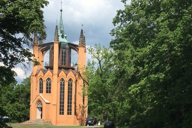 Novogotický templ v zahradě zámku Krásný Dvůr