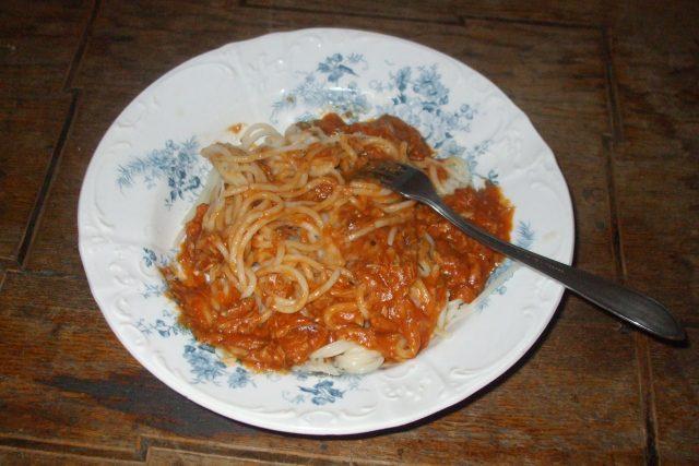 Špagety s tuňákem po boloňsku