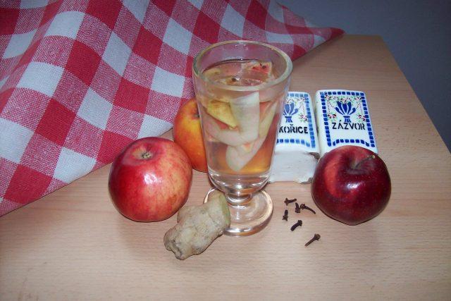 Jablečný čaj se zázvorem