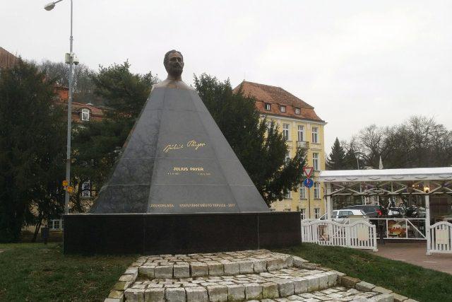 Polárník, objevitel, horolezec a malíř Julius Payer má nově v Teplicích svůj pomník