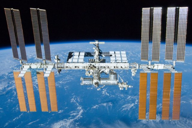 Mezinárodní vesmírná stanice ISS   foto:  NASA,  Public domain,  Wikimedia Commons