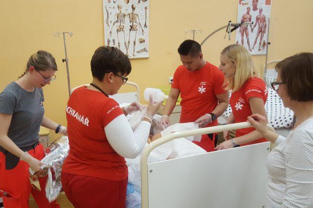 Čeští a němečtí studenti zdravotnických škol společně trénovali praktické dovednosti