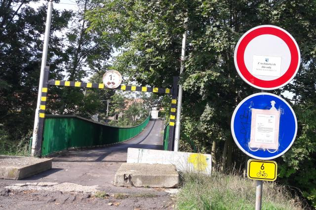 Uzavřenou lávku přes Ohři v Radonicích u Loun prohlédnou odborníci z vysoké školy v Brně