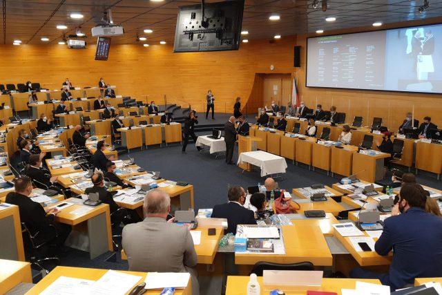 Hejtmana a novou krajskou radu zvolili zastupitelé Ústeckého kraje na prvním zasedání po krajských volbác
