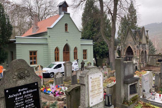 Kaple na hřbitově v Krásném Březně se dočkala opravy – díky nadšencům