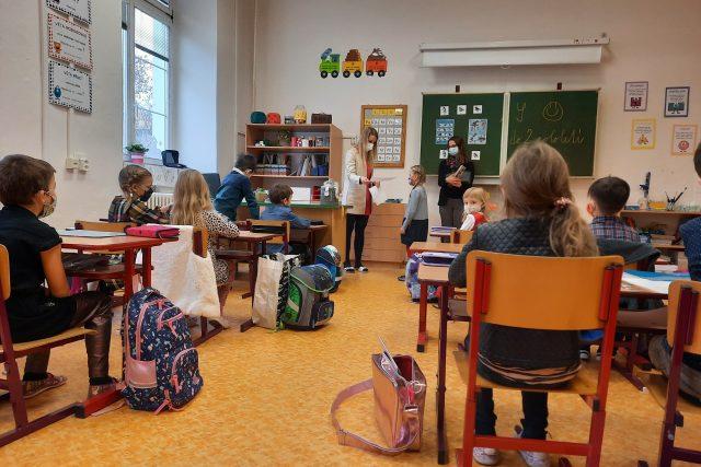 Předávání vysvědčení v olomoucké základní škole Hálkova