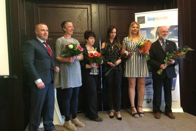 Cenu Křesadlo 2018 dostali (zleva): Jiří Omaník, Karolína Pohořalá, Zdeňka Hrbková, Lucie Staňková za dceru Markétu, Andrea Vaiglová a Vlastimil Jura