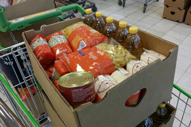 Senioři stále více nakupují potraviny přes internet (ilustrační snímek)