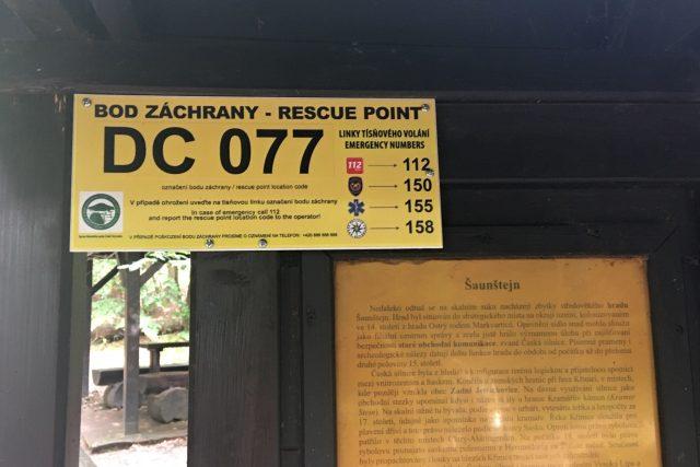 V Českém Švýcarsku obnovili značení záchranných bodů pro turisty v nesnázích