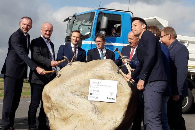Zahájení stavby úseku dálnice D7 u Panenského Týnce