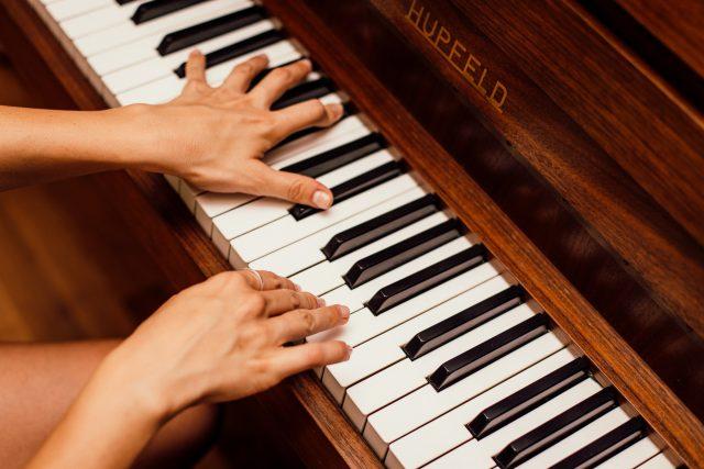 Hudební nástroj - klavír - piáno