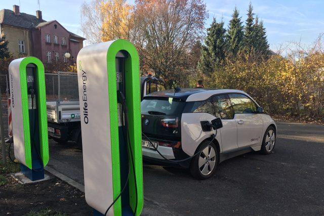 V Krásné Lípě začala fungovat dobíječka pro elektromobily
