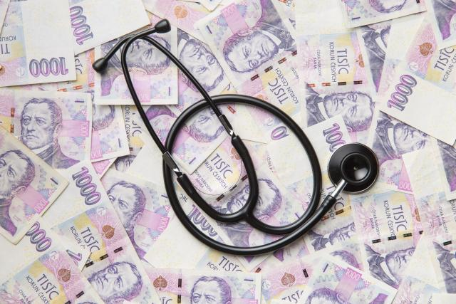 Peníze a stetoskop