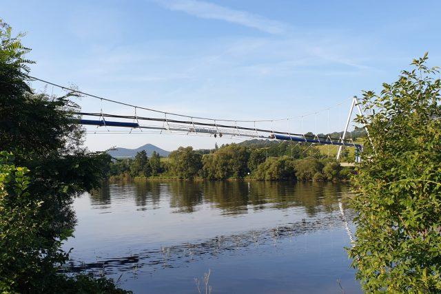 Vodohospodáři nechávají vyměnit potrubí na mostě,  který zásobuje pitnou vodou Ústí nad Labem | foto: Jan Bachorík,  Český rozhlas