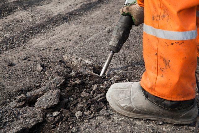 Práce na silnici (ilustrační foto)