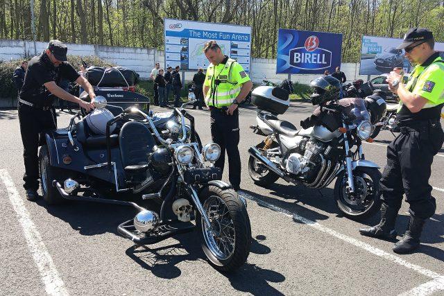 Před společnou jízdou motorkářů a policistů od Řípu do Mostu