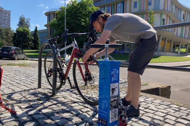 Cyklisté v Děčíně mají nově k dispozici cyklohub