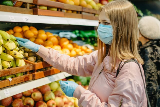 Nakupování v době koronaviru (ilustrační foto)