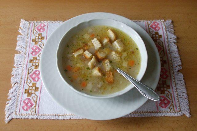 Rybí polévka s krutony