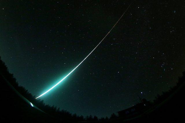 Jasný meteor - bolid ozářil 19. listopadu 2020 oblohu nad velkou částí České republiky