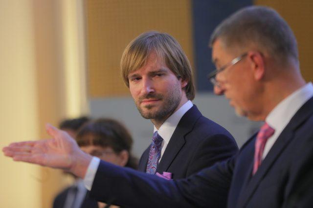 Ministr zdravotnictví Adam Vojtěch a premiér Andrej Babiš