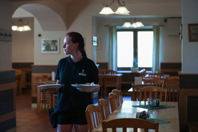 Restaurace mají nižší tržby, s nastupující zimní sezónou se očekává další propad