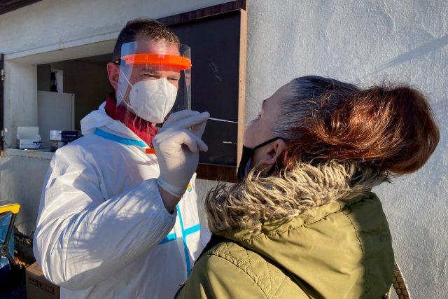 Pendleři v Děčíně si na nedělní odpoledne sami zajistili testování na koronavirus