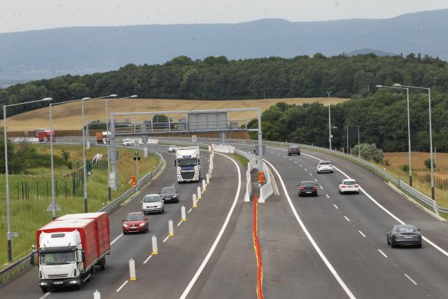 Zúžení do jednoho pruhu na dálnici D8 Radejčín