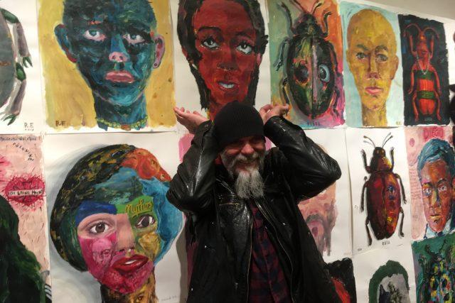 Malíř Roman Franta v teplickém muzeu představuje obrazy s brouky