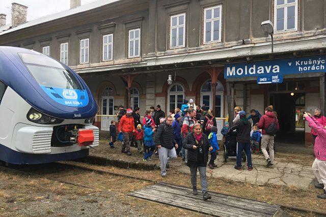 Na Moldavu opět jezdí vlaky
