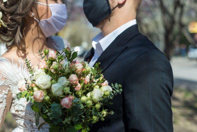 Koronavirus svatba,  roušky,  pandemie,  hygienická opatření,  ilustrační foto | foto: Fotobanka Profimedia