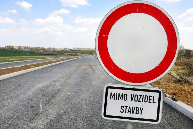 Zákaz vjezdu (mimo vozidel stavby)