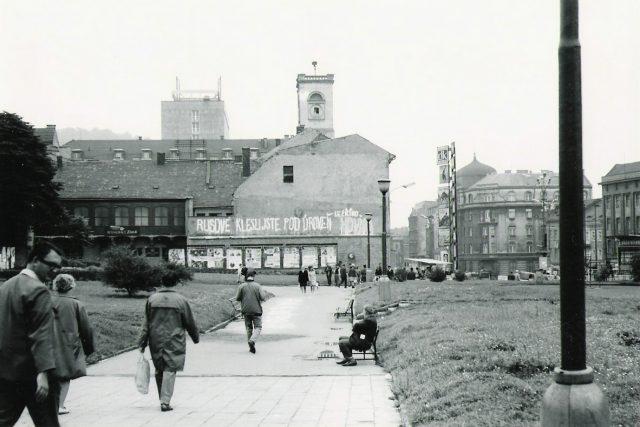 Ústí nad Labem - pohled na Mírové náměstí směrem od budovy KNV - srpen 1968