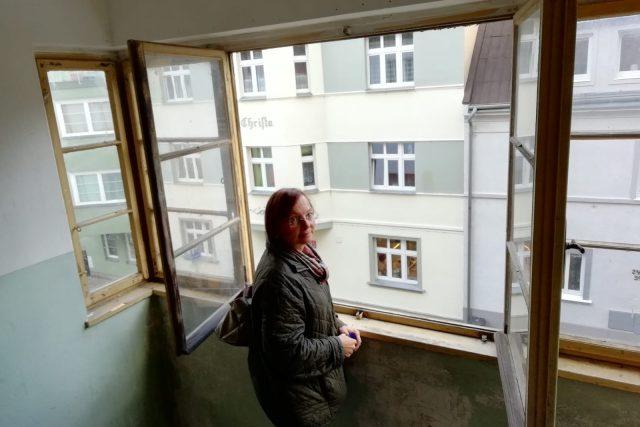 """Návštěva jednoho z """"domů hrůzy"""" v Děčíně"""