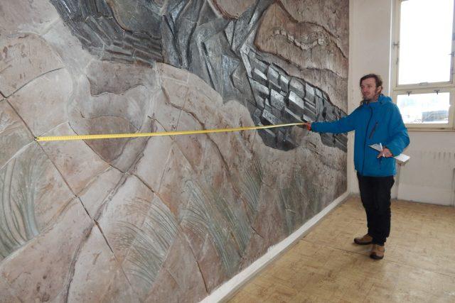 Muzeum v Teplicích zachránilo na poslední chvíli reliéf z budovy bývalé Geoindustrie v Proboštově