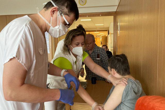 Mobilní očkovací tým  (ilustr. obr.) | foto: Karolína Peřestá,  Český rozhlas