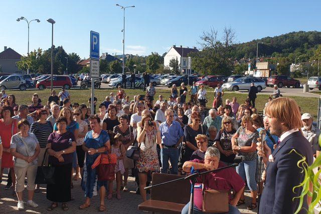 Ministr zdravotnictví Adam Vojtěcha v Litoměřicích debatoval s vedením města, zaměstnanci a s veřejností o budoucnosti tamní nemocnice