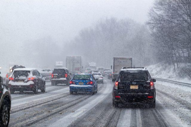 Sněhová kalamita na dálnici
