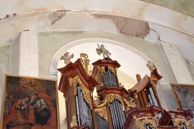 Kostel sv. Petra a Pavla v Peruci