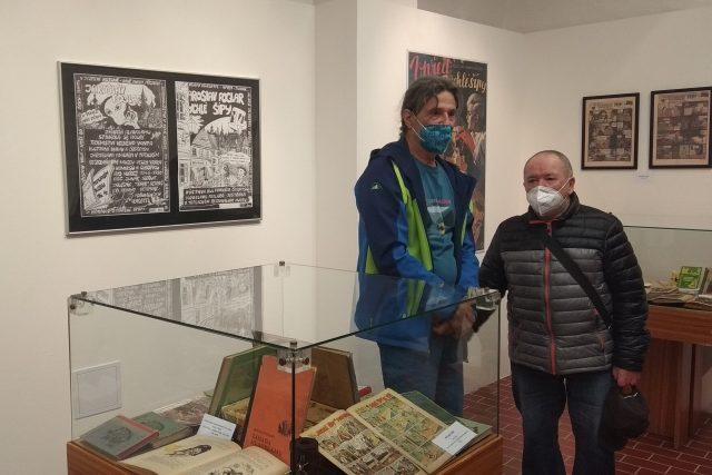 Jiří Švadleňák (vlevo) sbírá foglarovky přes padesát let