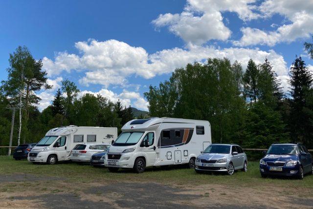 Karavany a obytné vozy míří stále častěji i do Českého Švýcarska