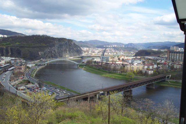 Ústí nad Labem. Pohled z Větruše na město a mosty přes Labe
