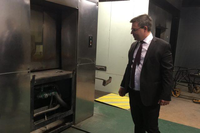 Soudce Karel Šemík si prohlédl spornou pec přímo v krematoriu. Jednání u Okresního soudu bude pokračovat v červnu