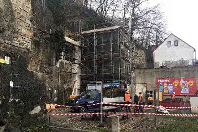 V Děčíně začala demolice budovy spodní stanice do výtahu v Pastýřské stěně